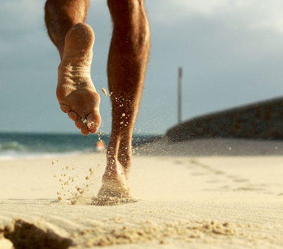Correr na praia faz bem, mas requer alguns cuidados